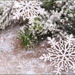 падает снег